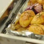 Рецепт картофеля, запеченного с чесноком и розмарином